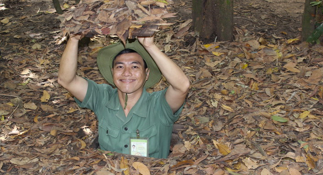 FULL DAY CU CHI TUNNELS & HO CHI MINH CITY TOUR Package